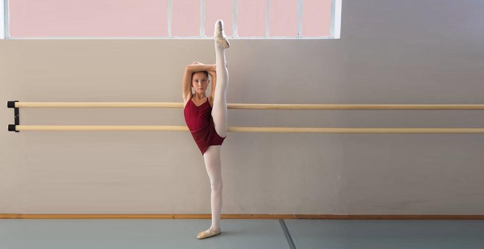 Disegno Di Una Ballerina Classica : Ballerine danza classica foto royalty free immagini immagini e